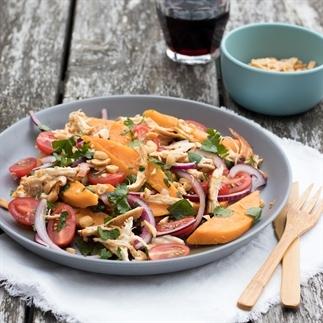 Lleurrijke BBQ salade met zoete aardappel & kip