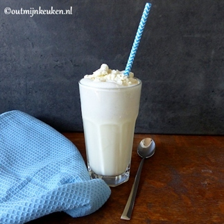 Milkshake vanille met vanille slagroom