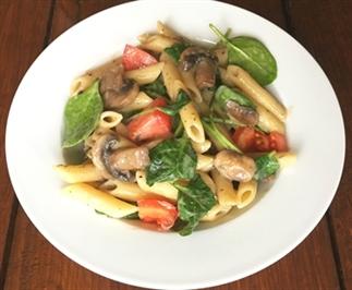 Pasta Funghi met spinazie en tomaat