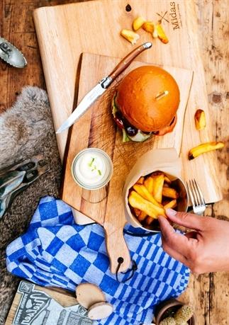 Tafel styling: hamburger en frietjes