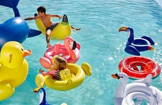 Trend: gekke zomerse luchtbedden en zwembanden