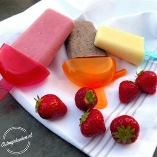 Yoghurt ijsje met vers fruit