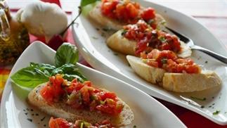Easypeasy en lekker zomers: Bruschetta met tomaat!