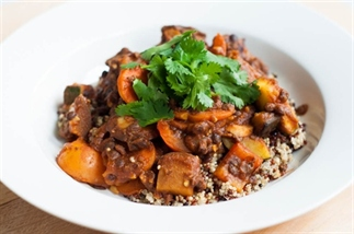 Marrokaanse groenteschotel met linzen en quinoa
