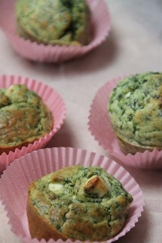 Muffins met spinazie en feta