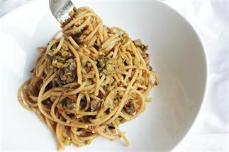 Vega-dag: Mungbonen met spaghetti en tomatensaus