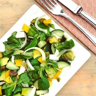 Zomer salade met mango, feta en avocado