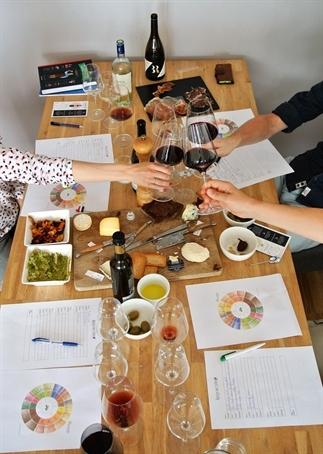 Een geslaagde wijnproeverij thuis organiseren