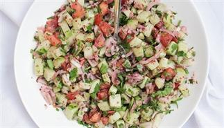 Friszure salade met munt en sumak
