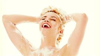 Hoe je je haar zou moeten wassen