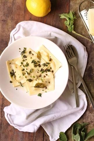 Homemade ravioli met ricotta en citroen