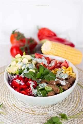 Mexicaanse salade met mais en biefreepjes