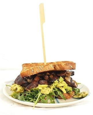 Portebello toast met avocado spread