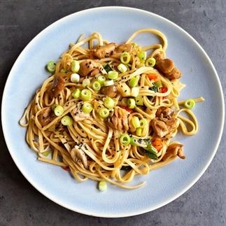Teriyaki noodles met kip