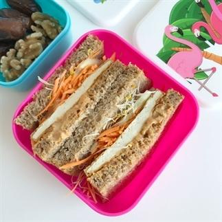 Tofu saté sandwich