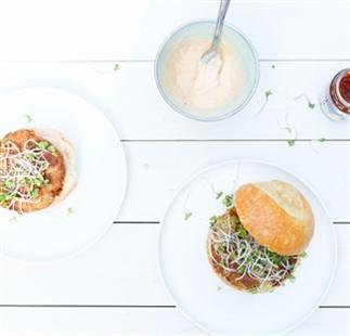 Guilt free Vega burger met harissa mayonaise