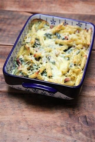 Pasta ovenschotel met spinazie en spekjes
