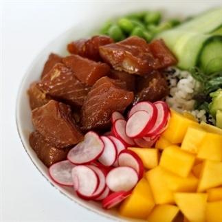 Poke Bowl met gemarineerde tonijn